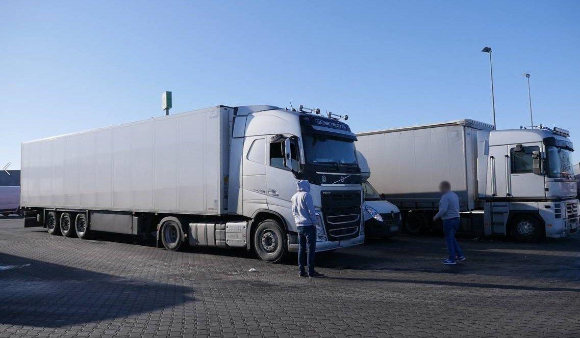 Как отвлечение внимания от вождения влияет на водителей грузовиков?
